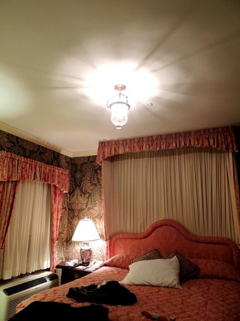 Carnegie Inn & Spa: Antique lights