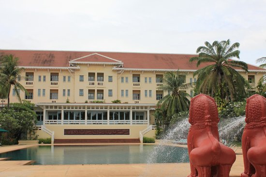 Raffles Grand Hotel d'Angkor: Front of the Hotel