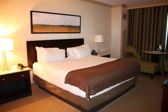 Grand Biloxi Casino Hotel &amp; Spa: King Hotel Room