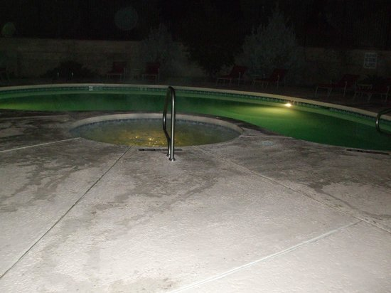 Motel 6 Moab: pool and hot tub