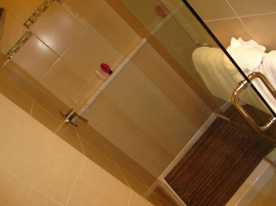 Land's End at Cannon Beach: Shower with teak floor