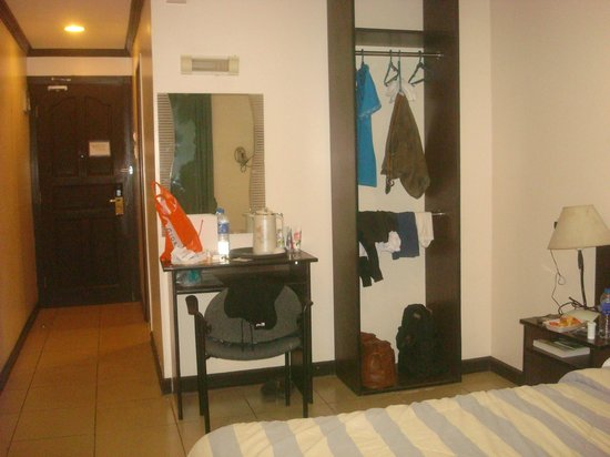Crowne Garden Hotel: spacious room