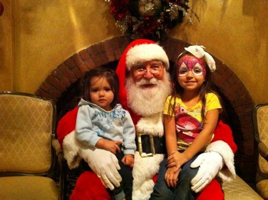 Riverside, Kalifornia: Picture with Santa in Hotel Lobby