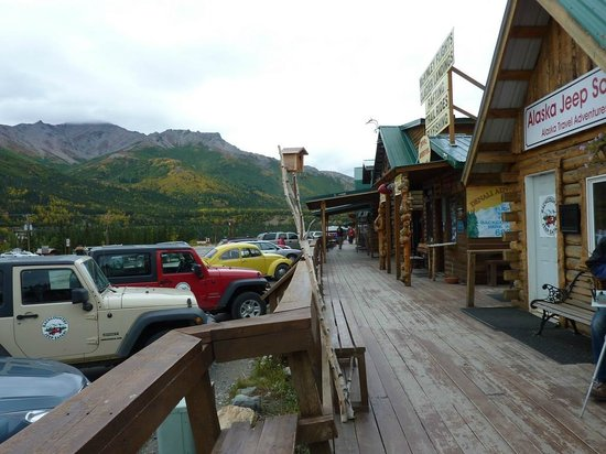  : Short strip of eateries/shops below Denali Bluffs Hotel