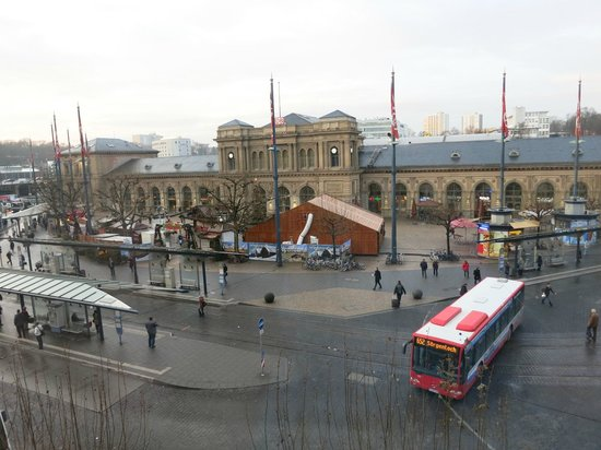 TOP Hotel Hammer: small Xmas market in front of Mainz HBF, view from room at TopHammer hotel.