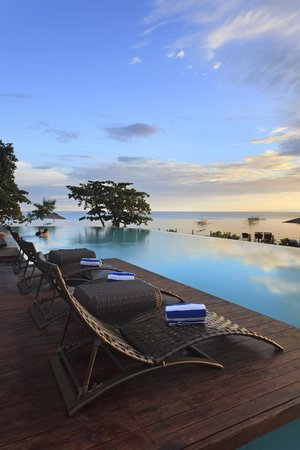 Amorita Resort: Infinity Pool