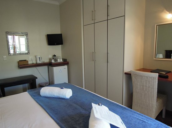 Cornerstone Guesthouse: Our bedroom