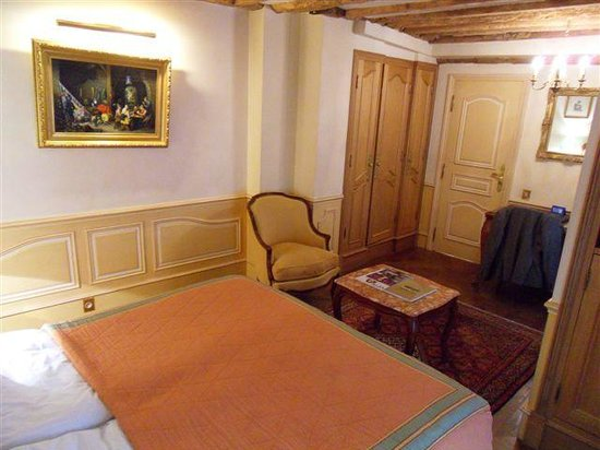 Hotel Luxembourg Parc: Nice paintings and furniture