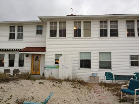 Amelia Oceanfront Bed & Breakfast: Looking at the inn from the beach (love the outside shower)