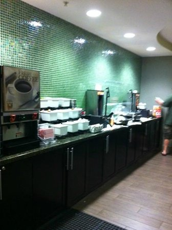 BEST WESTERN PLUS Fort Lauderdale Airport South Inn & Suites: Breakfast area