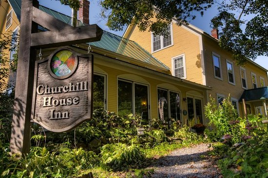 Churchill House Inn: Outside the Inn