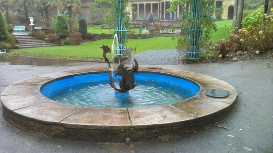 Portmeirion, UK: Fountain in the Village