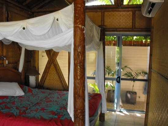 Magic Reef Bungalows: looking out at bathroom