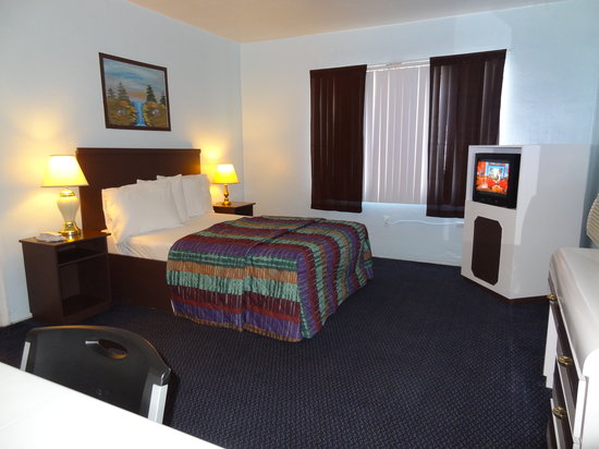 Parkway Inn Airport Motel: single room