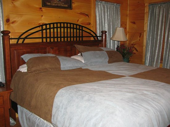 Pioneer Rental Management: Main bedroom