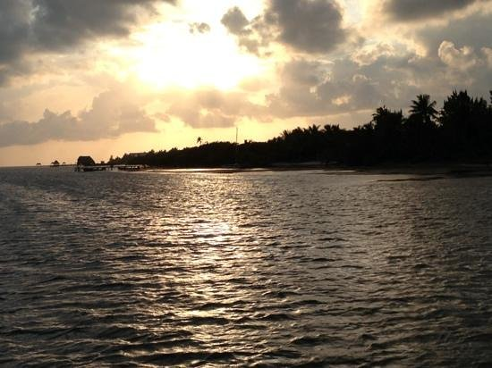 Pelican Reef Villas Resort: Sunset from PRV dock