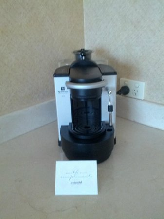 Swissotel Sydney: Coffee machine with Nespresso capsules