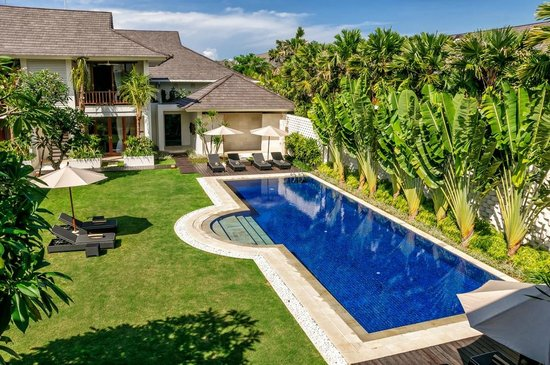 Semara Resort & Spa Seminyak: Tranquil Poolside