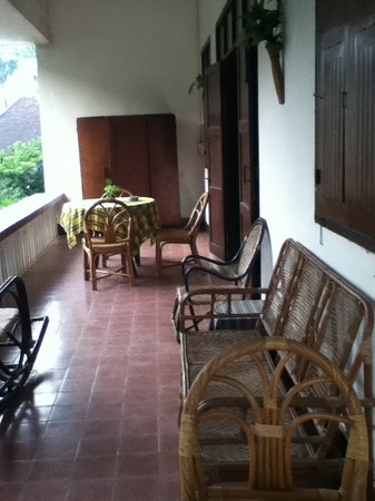 Lani Guest House: Porch at the second floor