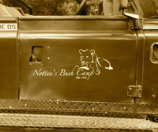 Notten's Bush Camp: Landrover + Notten´s logo = old school