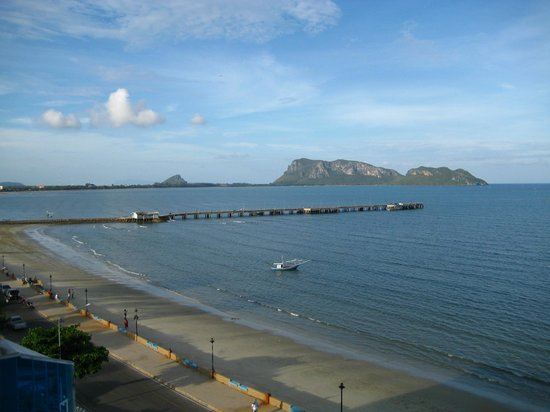 View from Hadthong Hotel over Ao Prachuap
