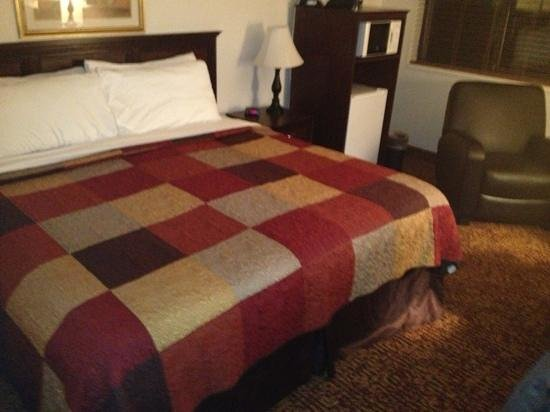 Roosevelt Inn & Suites: room