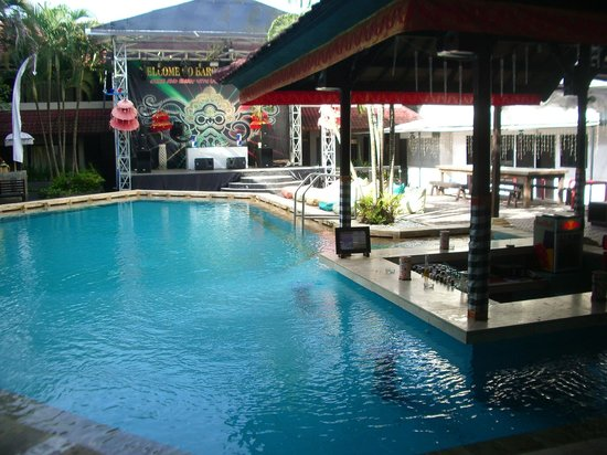 Hotel Barong: Reception pool area