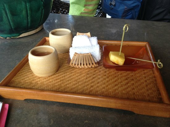 Four Seasons Resort Hualalai at Historic Ka'upulehu: Reception Pineapple & Guava Juice