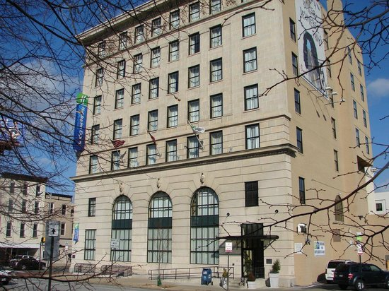 Holiday Inn Express Baltimore-Downtown: An Office Building Converted to a Hotel