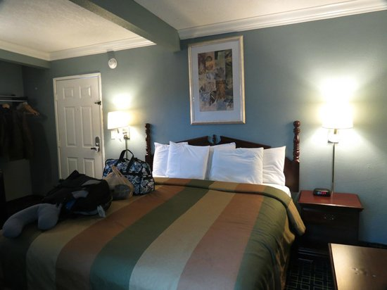 Rodeway Inn Hollywood: Bed was comfy but not warm