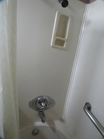 Rodeway Inn Hollywood: Clean shower