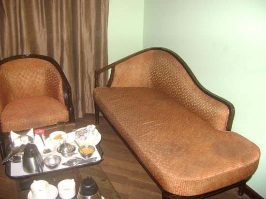 The River Crescent Resort: sofa
