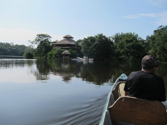 La Selva Amazon Ecolodge: The lodge by the lake