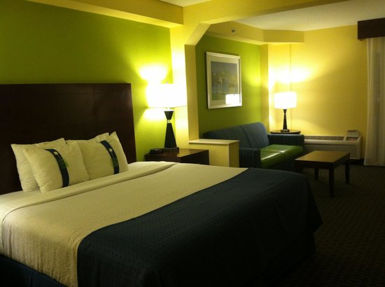 Holiday Inn Hotel & Suites Daytona Beach: King room on Ocean - very nice