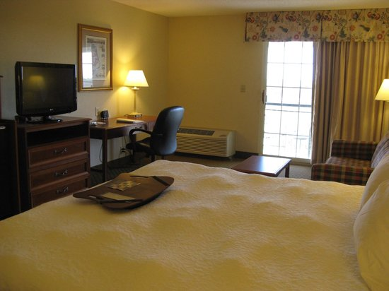 Hampton Inn & Suites Outer Banks/ Corolla: King Room -- Hampton Inn & Suites, Corolla, NC