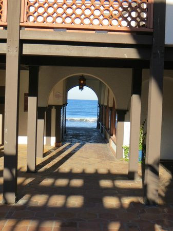 La Jolla Shores Hotel: Access to beach