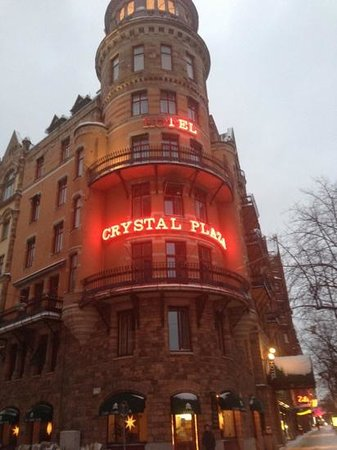 Crystal Plaza Hotel: The corner of the hotel