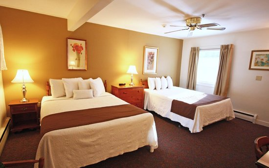 Towne Motel: Room with two Queen Beds