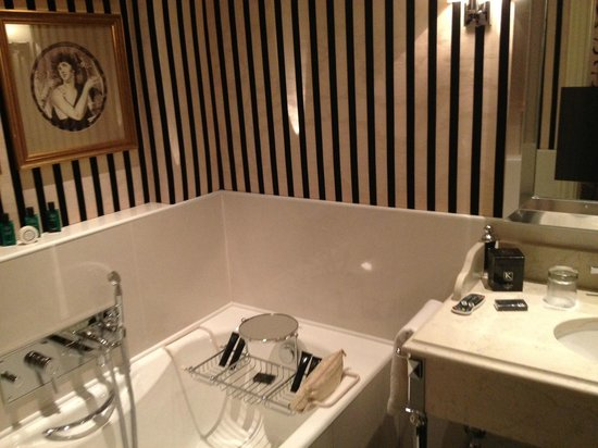 Hotel Keppler: Bathroom of suite