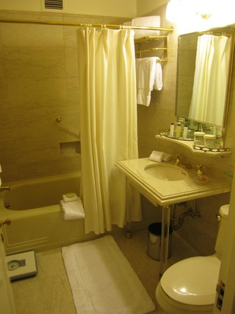 The Towers of the Waldorf Astoria: 1980s style SMALL bathroom (worth $700???)