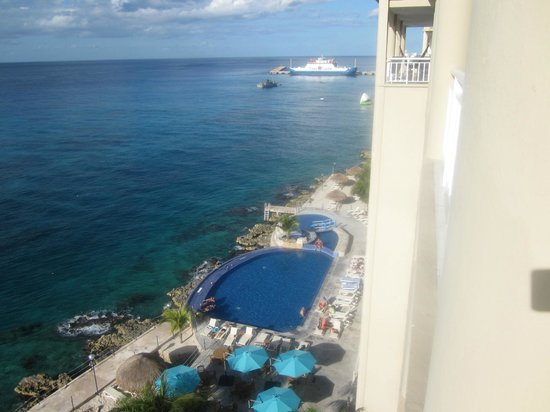 El Cantil Condominiums: View from balcony