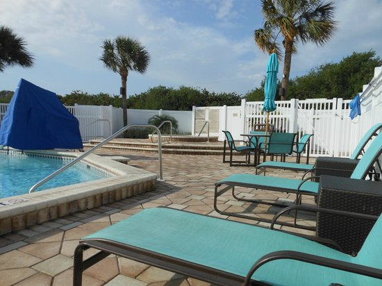 Residence Inn St. Petersburg Clearwater: Pool and Hot tub