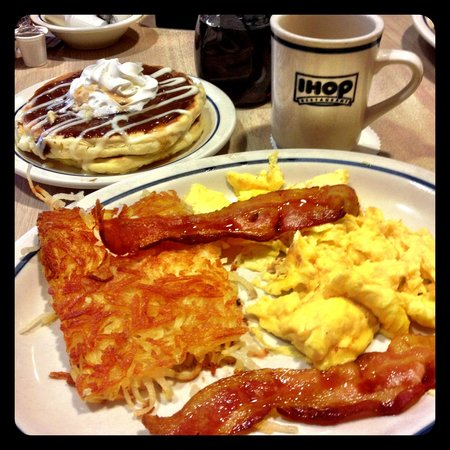 ihop pancakes and bacon