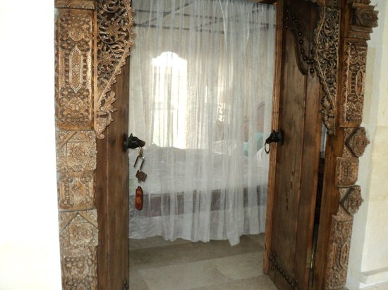 Honeymoon Guesthouses: Room entrance