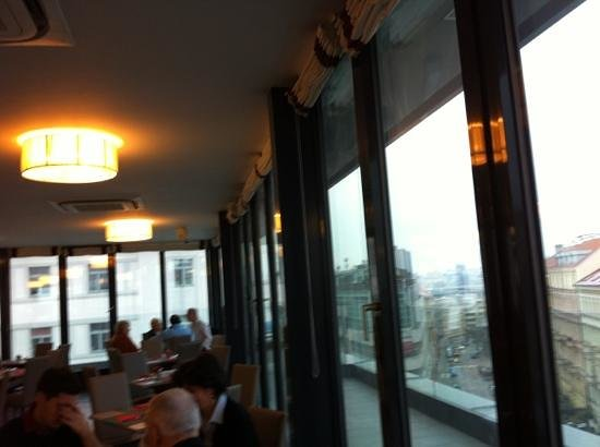 Hotel Galileo Prague : breakfast 'room with view