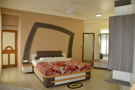 Hotel Pooja International: PRESEDENTIAL SUITE BEDROOM