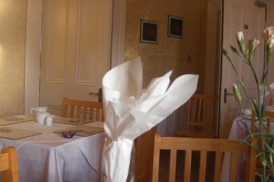 Donnybrook Hall Hotel: breakfast room