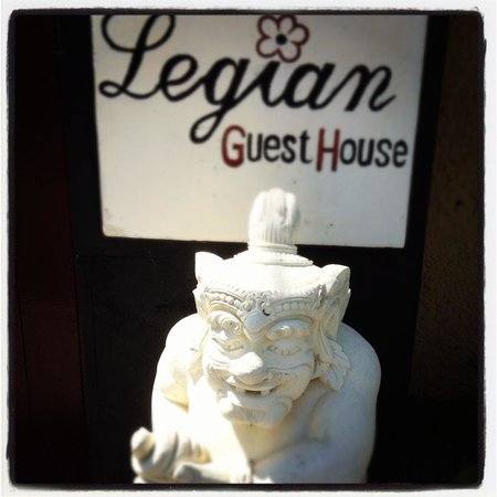 Legian Guest House: Entrance.