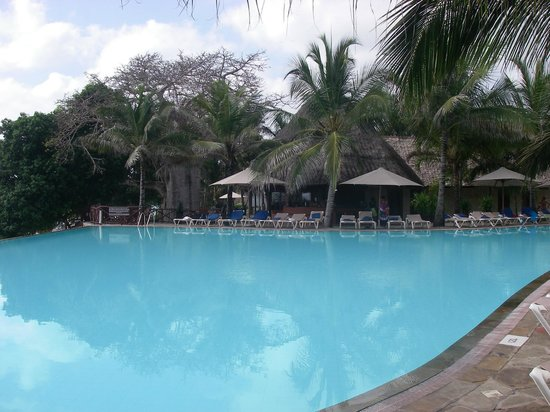 The Baobab - Baobab Beach Resort & Spa: Pool area, Kole Kole, Baobab Hotel