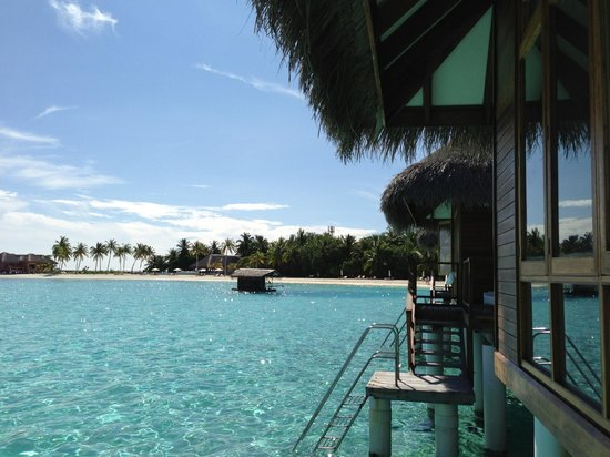 Maafushivaru: View of the beach from the water villa